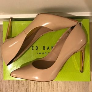"""Ted Baker """"Neevo"""" Pointy Toe Pump in nude leather"""
